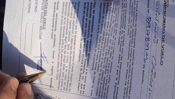 Los profesionales que cubriendo la agenda presidencial viajaron al Biobío tuvieron que suscribir el texto. (Foto: Cooperativa)