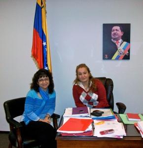 Ximena Pino, entrevistando a la Sra. Meril Venegas. Consul General de la Republica Bolivariana de Venezuela en Vancouver. Canada. Febrero 2012